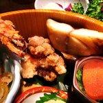 Gaienumaya - うまや @信濃町 海老フライの下に隠れていた鰆の焼き物と鶏の唐揚
