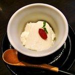 Gaienumaya - うまや @信濃町 デザートの杏仁豆腐