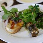 ダルバァッヴォ - 前菜:パブリカアンチョビのクロスティーニ     キハダマグロのカルパッチョ     自家製ハムのサラダ