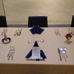 トゥ・ラ・ジョア - テーブルセッティング