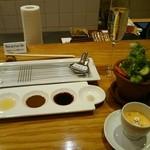 49196884 - お通しの有機野菜スティックと冷製スープ