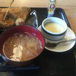 てん - フライ盛り定食 ¥670 の 味噌汁+蟹入り茶碗蒸し