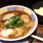 まっち棒 - 中華そば¥700 半熟味付玉子¥100(クーポン利用¥0) ライス(ランチサービス)