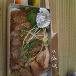 魚登久 - ステーキ弁当