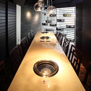 少人数から大人数まで収容できる全室完全個室のくつろぎ空間