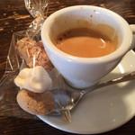 アルモニア - エスプレッソと小菓子