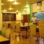 ターズ - イマイチ殺風景な食堂風の店内