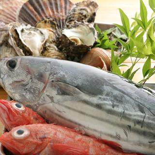 専属漁師が目利きした、新鮮な魚介類