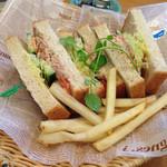 ティーズ - Sandwiches(ツナと野菜のサンド)