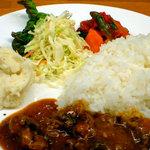 RED CHILI - 料理写真:インド定食の日本版カレープレート