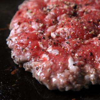 店内で作ったパティは肉肉しい
