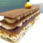 アカサカフェ - チョコレート大好きな私には反則すぎる 5種類の食感が楽しめるチョコレートケーキ ノワゼット・ショコラ♡