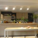 リヴレ - 吉野杉や吉野檜、草木染めの和紙などを使ったホワイトナチュラル基調の店3