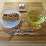 リヴレ - 奈良の鹿の舟のパウンドケーキ:白味噌と胡桃&奈良の吉野のレモングラスティー