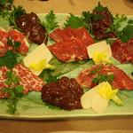 馬春楼 - 極上トロ・上バラ・赤身・フタエゴ・ハラミ・コーネの六種盛りです。
