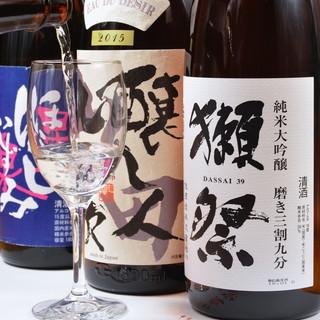 全国から厳選した日本酒をワイングラスでご提供
