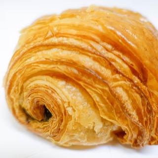 ル パン ドゥ ジョエル・ロブション - 料理写真:チョコクロワッサン