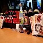 旬の香 - カウンターの酒たち