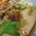 麺や 北町 - スープに浸かる超幅広麺