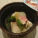 49251130 - 煮物 鯛の潮煮                       蕪・筍・小芋・菜種・梅麸                       木の芽