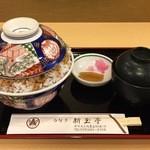 新玉亭 - 中丼(中盛り)
