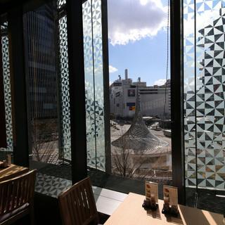 名古屋駅周辺を一望できる窓側席