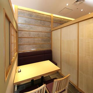 接待やビジネス利用ができる個室もあります。