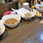 満天 - 料理写真:カウンター上のお惣菜たち