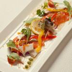 一粋 - 盛り付けにもこだわった、新鮮な季節鮮魚を色鮮やかなカルパッチョに。