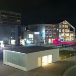 横浜らーめん 源泉 - ←の奥がお店です