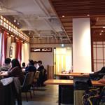 上島珈琲店  - 2016.4  欄間がお洒落な2階店内