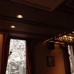 上島珈琲店  - 2016.4  窓の外には桜が見えます