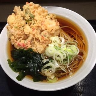 名代 富士そば 大宮東口店 - 天ぷらそば。 税込410円。 美味し。