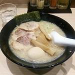 頑者製麺所 - 特製背脂醤油ラーメン ¥970。すっきりスープに厚めのチャーシュー・支那竹また来ます。