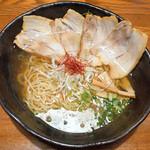 希信 - 料理写真:ラーメン+チャーシュー