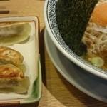 丸源ラーメン - 肉そば、餃子