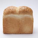 ボンジュール ボン - フランスパンのような味わいを楽しめる食パン一番人気のフランス食パン。
