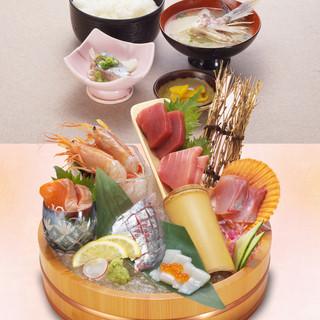 佳楽本店名物!!~『天空まぐろ』と選抜鮮魚の7点盛り定食