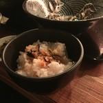 蕎麦さんかく - 追加のご飯に…卵を混ぜた蕎麦つゆをかけます〜♪