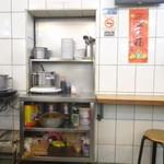 天天利美食坊 - キッチンが見えます。