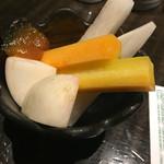 酒、主、手、周平 - お通しの丸かじり野菜