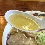 ゆたかや - 細かな脂玉が浮くスープ