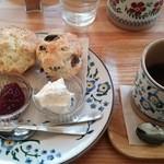 小さな紅茶屋さん crann - クリームティーセット(スコーン2個)
