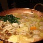 木山ダイニング - 鶏鍋。ご本尊。(謎