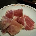にく家 牛地蔵 - 鶏肉と豚肉ロース