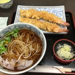 49305546 - 2016年4月。天ぷらそば1400円。えび天は別盛りにしていただきました。