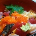 天狗鮨 - ネタは普通ですね。バラチラシなんで、もう少し小さく切ってくるもんだと思っていました。