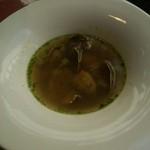 49309241 - あさりのスープ・バジルのピストゥ