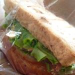 49309633 - ターキーサンドイッチ パン自体が美味しくてコクのあるチーズがアクセントです。