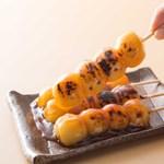 たいやき 神田達磨 - 丁寧に練り上げたお餅を使用したみたらし団子